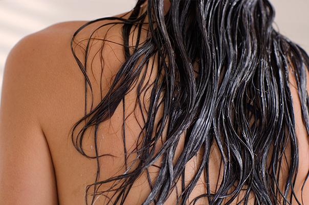 vlhké vlasy v zimě